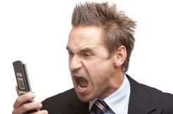 Businessman has stress – Mann schreit ins Telefon