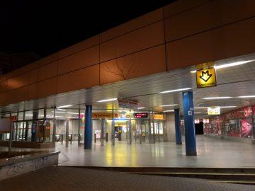 Honor-10-foto-noční-stanice-metra