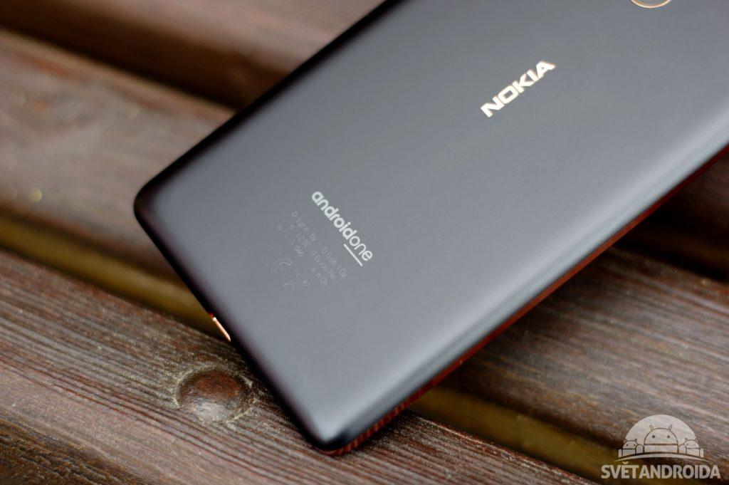 Nokia 7 Plus záda