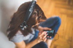 Odkud-posloucháte-streamova