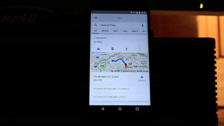 Chytré karty Google již umí mluvit česky